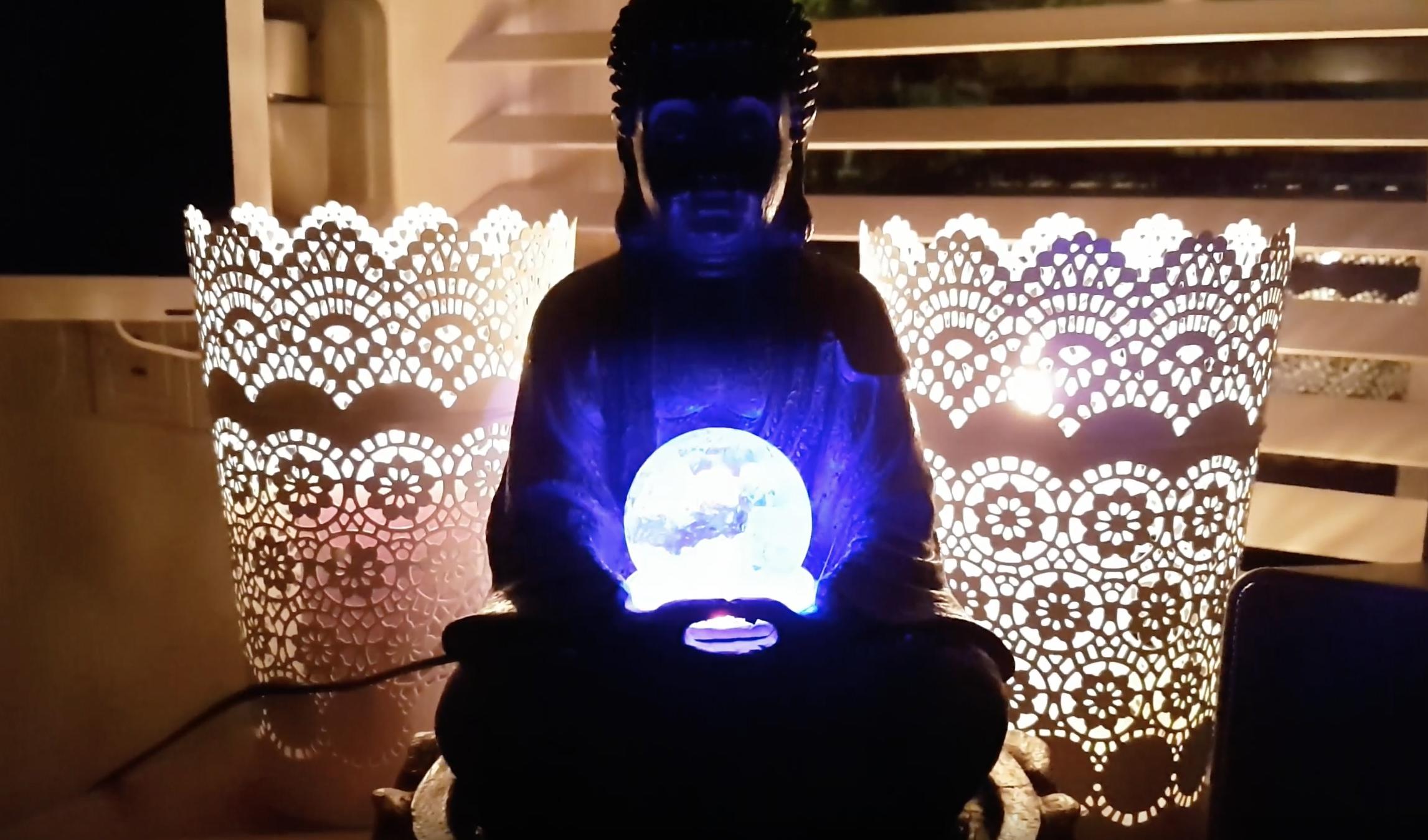 Boeddha Met Led Verlichting.Buddha Met Led Verlichting Glazen Bal Ca 30cm Jouwveilingen
