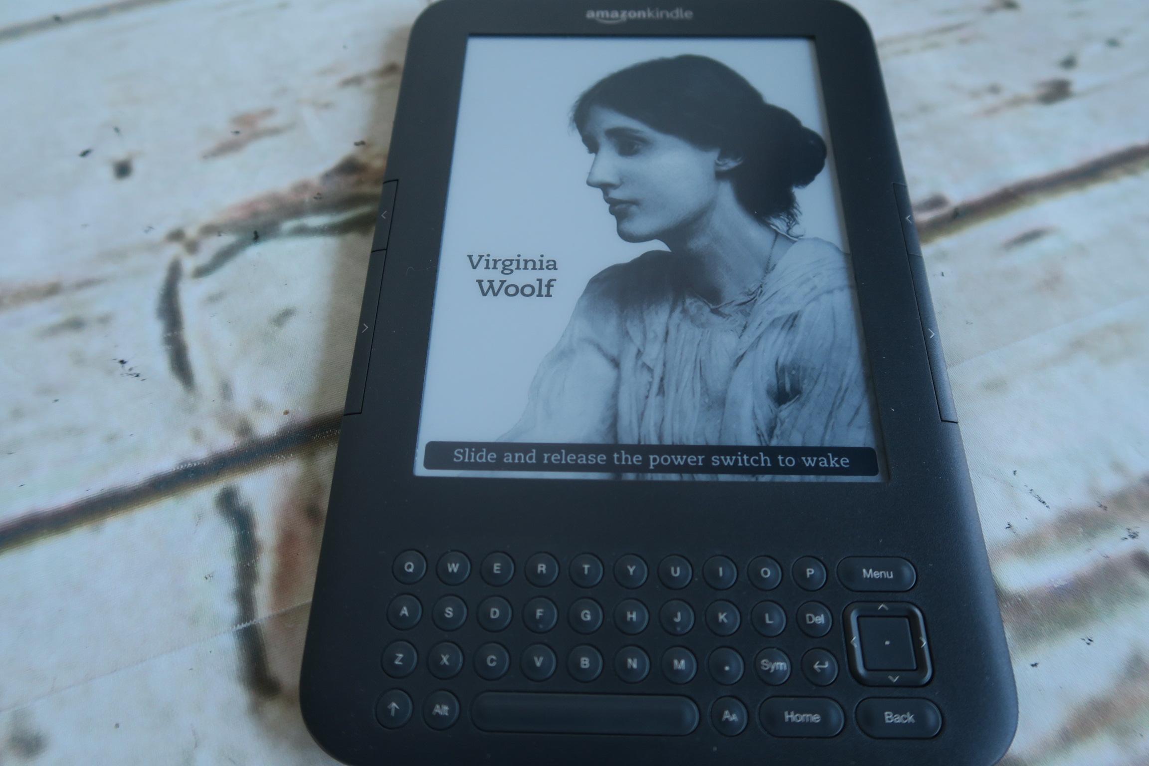 Amazon Kindle D00901 E-Reader 3G 6