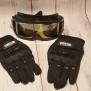 Motor cross helm met handschoenen en bril