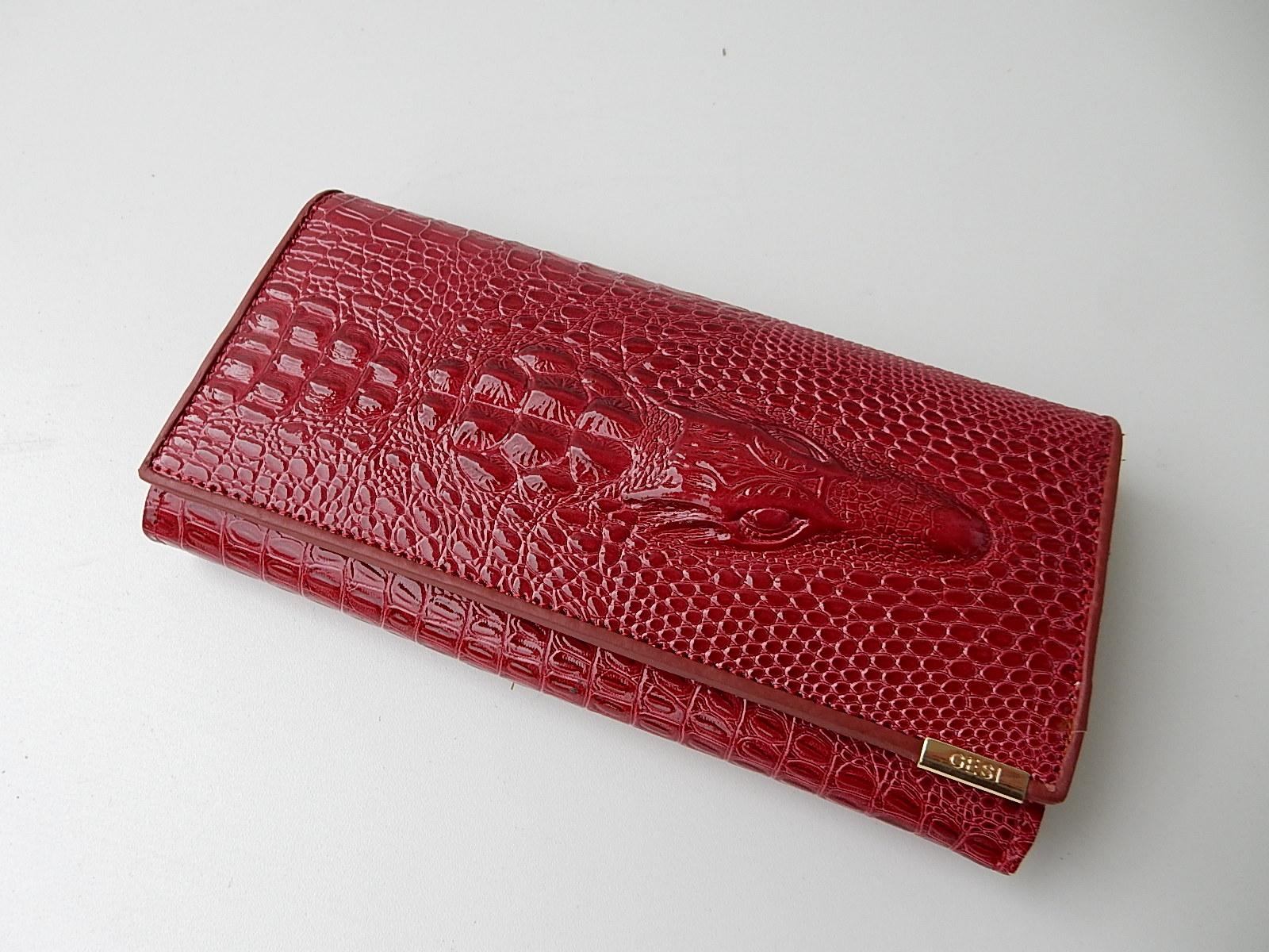 08e3e299016 Rode Gesilang Portemonnee met Krokodil | JouwVeilingen.nl webshop